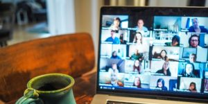 Barrierefreie Webkonferenzen: Verschiedene Tools, verschiedene Nutzungsarten